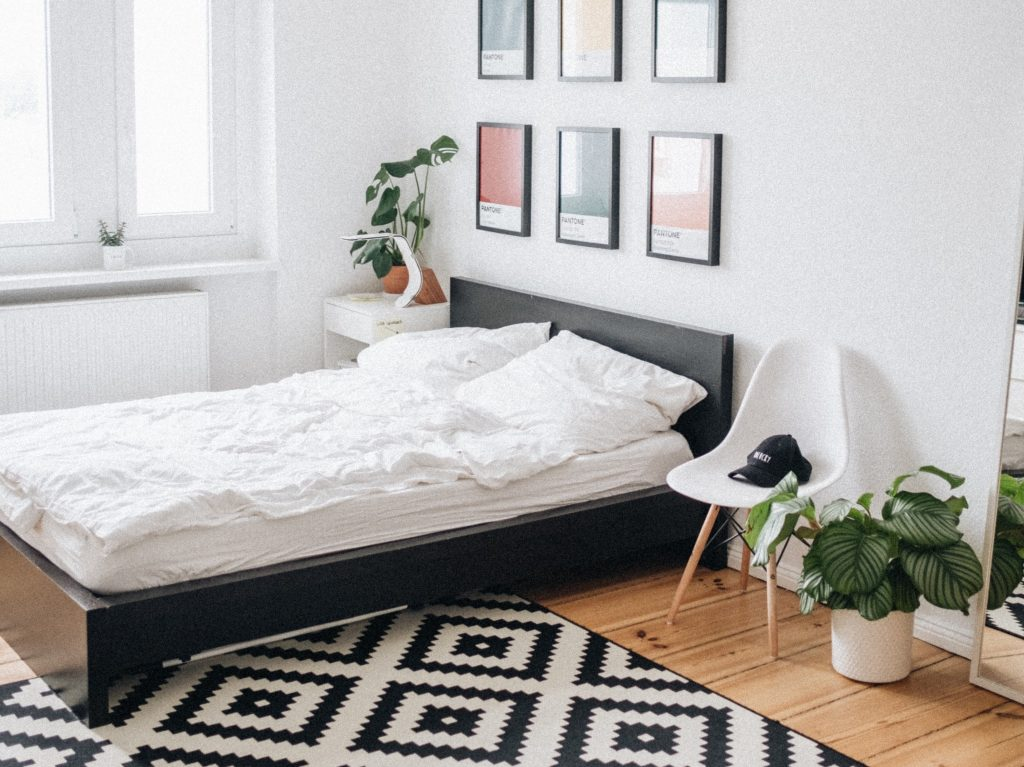 Neat Bedroom Ways to Organize a Small Bedroom